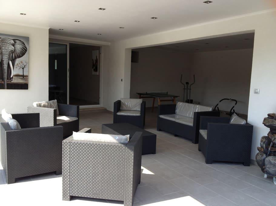 petit salon exterieur interieur pour une relaxation