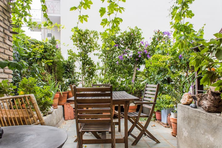 Small hostel with garden in Mets - Athen - Haus