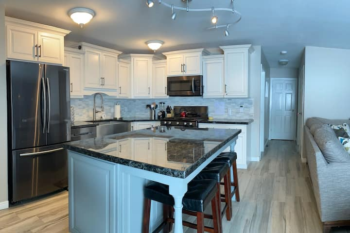 Remodeled  2 bed / 2 bath Park City - walk to lift