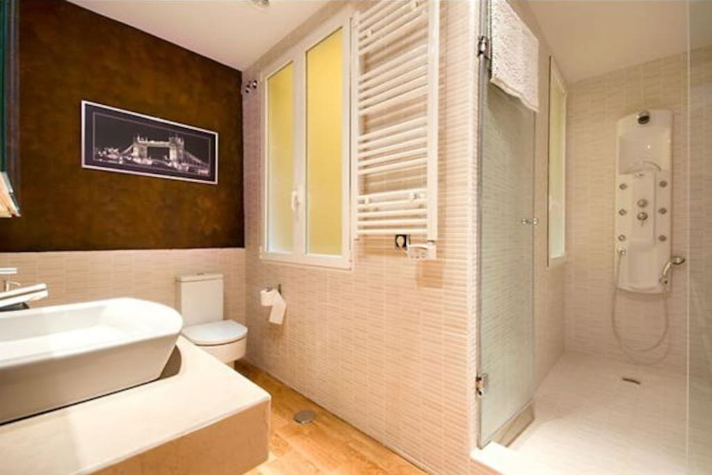 Amazing bathroom with hydromassage.