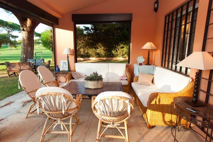 Chalet en el golf de Vistahermosa con piscina&WIFI