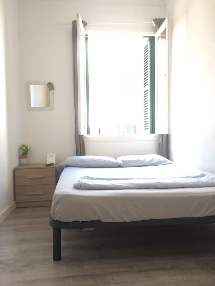 Cheap room near Paseo Maritimo 3