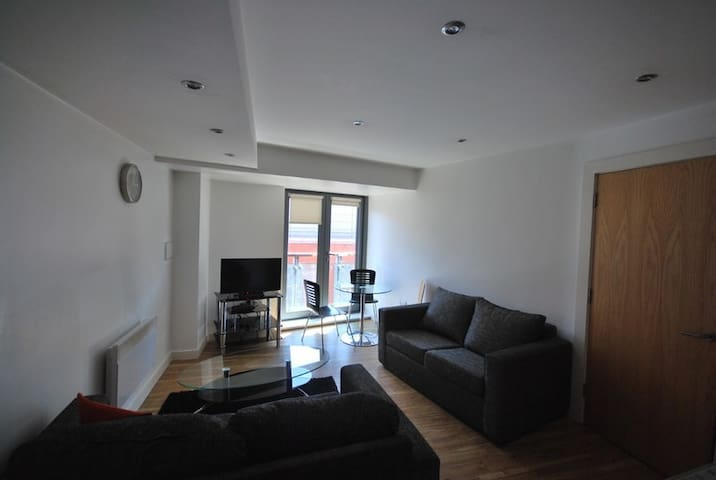 1 Bed City Center Apartment - Sleeps 3