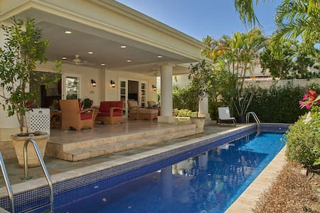 3 Bedroom Villa with pool 30 second walk to beach