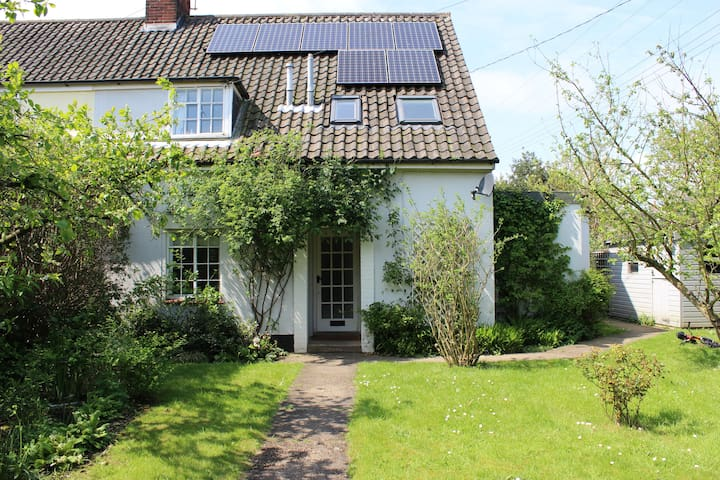Gorgeous family home with large garden - sleeps 6 - Blythburgh - House