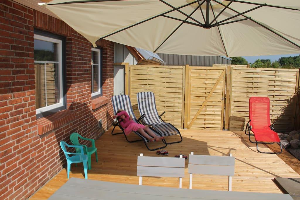 Unsere Terrasse  40 qm groß zum Entspannen, Frühstücken, Genießen und Erholen