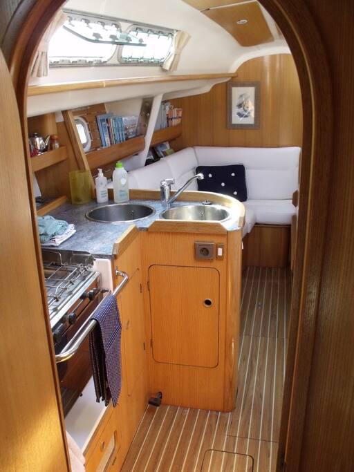 Audierne Yachting- Voilier Atlantis-vue de la cabine arrière babord