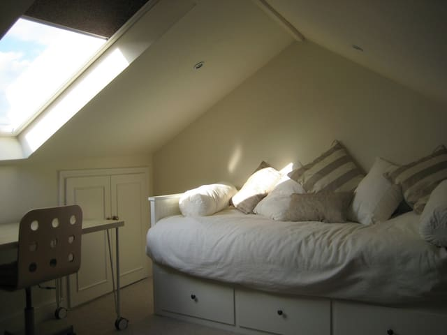 Attic Room in historic Greenwich