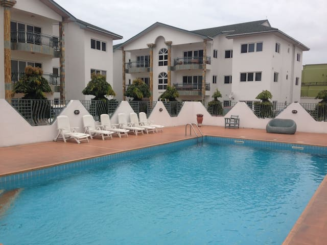 Beautiful space in an apartment with gym and pool - Accra - Apartment