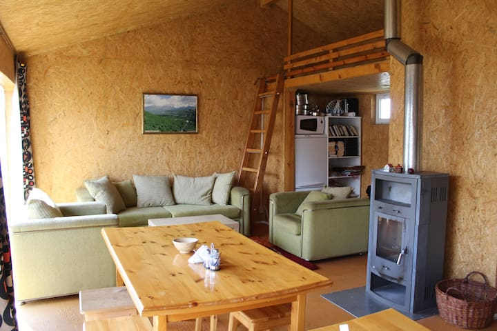 Cozy guesthouse at farm - orange room - Teploklyuchenka - Banglo