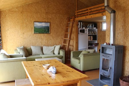 Cozy guesthouse at farm - orange room - Teploklyuchenka