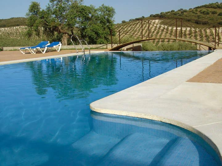 Casa 2 plazas piscina compartida aire acondicionad
