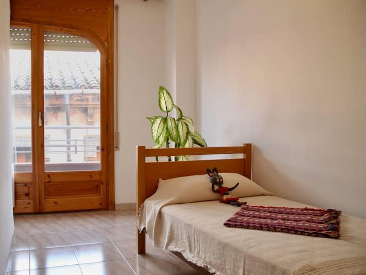 Single bedroom in the center of Tivissa