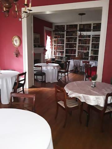 Victorian style Queen comfort room Theodosia