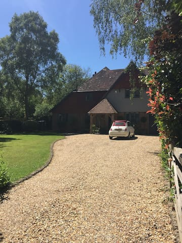Chichester Detached House - 3 miles from Goodwood