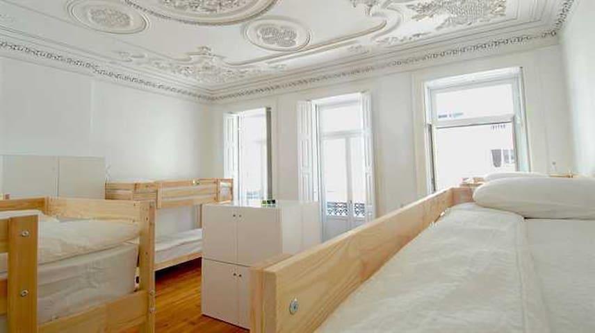 Dormitório Misto do 1º Piso com vista para a Rua da Boavista