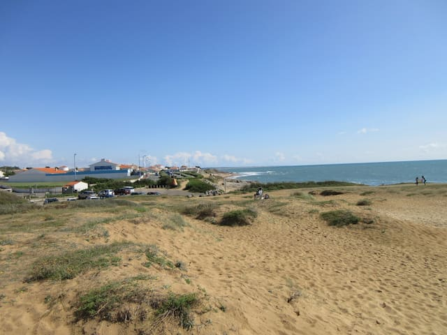 Sea view and sand dunes 50m from sandy beach