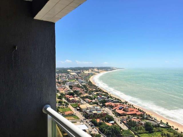 Vista do mar, do lado esquerdo da varanda.  Você pode ficar na rede desfrutando a paisagem, o mar e recebendo uma deliciosa brisa do mar.