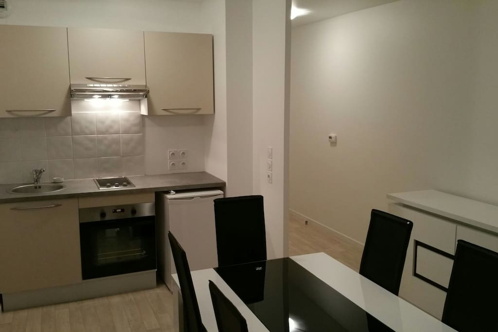Beau 2 pi ces meubl proche paris apartments for rent in for Don de meuble paris