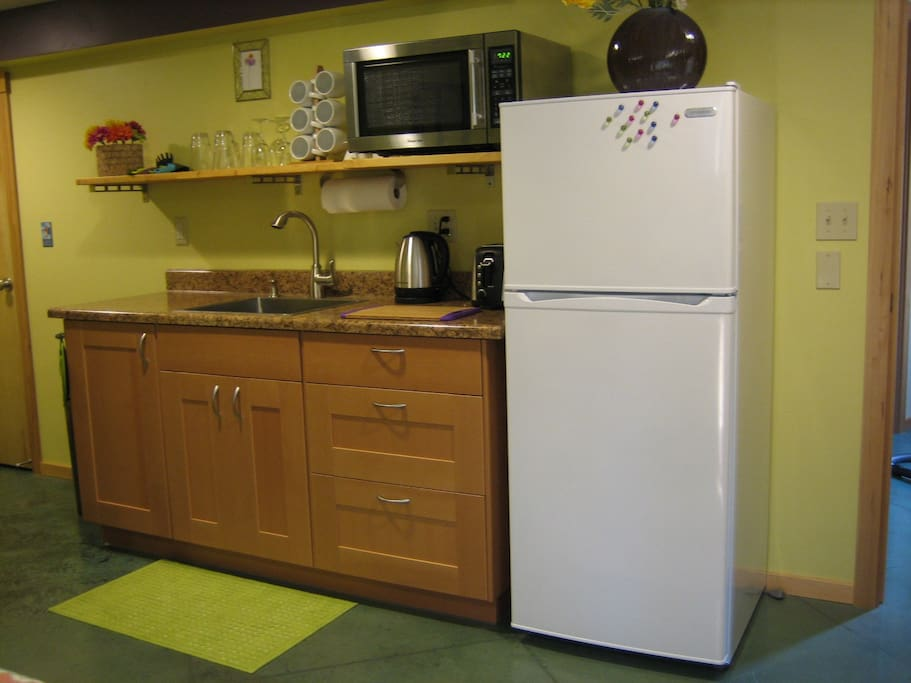 Fully stocked kitchen with all new appliances, incl. full sized refrigerator/freezer, microwave oven, toaster, electric water kettle & induction hot plate. Drip style coffee supplied for your enjoyment