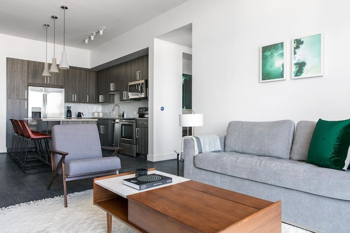 Convenient 1BR | WiFi | Downtown by Lyric