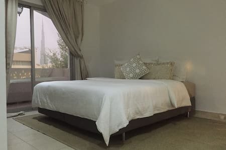Private and cosy room in villa at Jumeirah one - Dubai