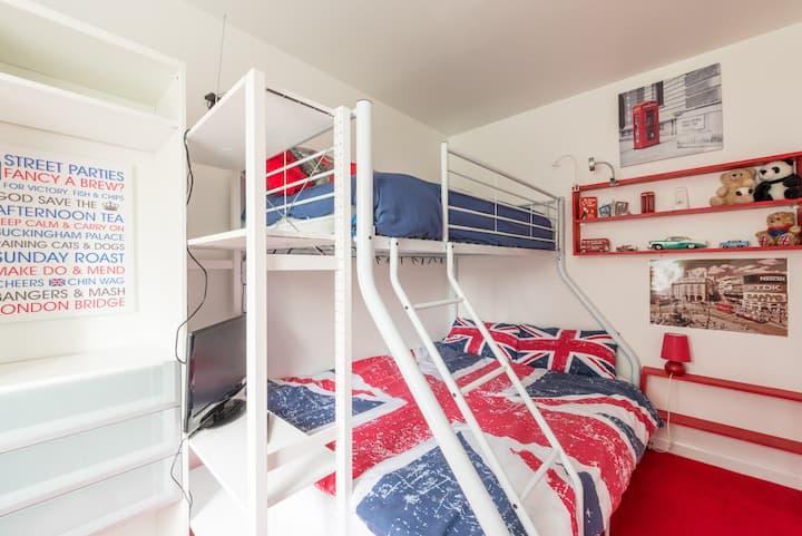 Comfortable Triple bunk beds & breakfast in London