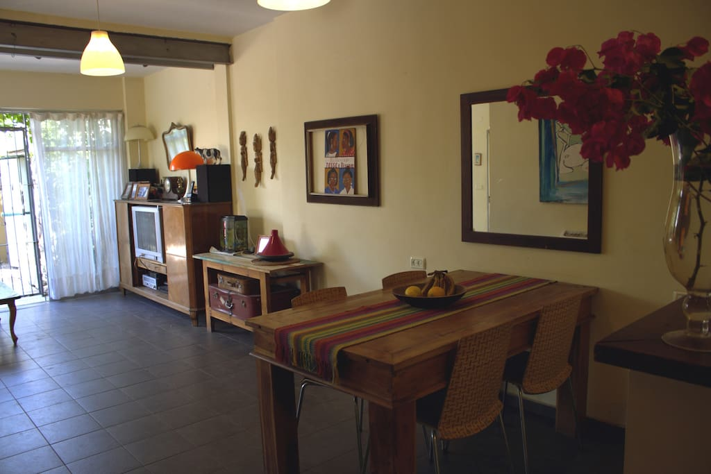 View from the american kitchen to the dining table and living room