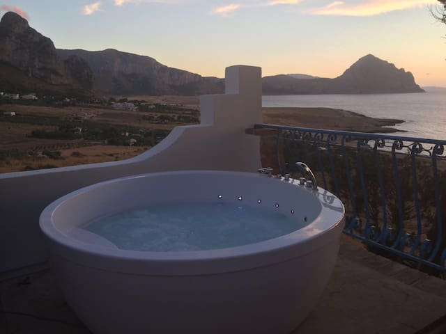 *BEST SUNSET with JACUZZI*near San vito lo capo