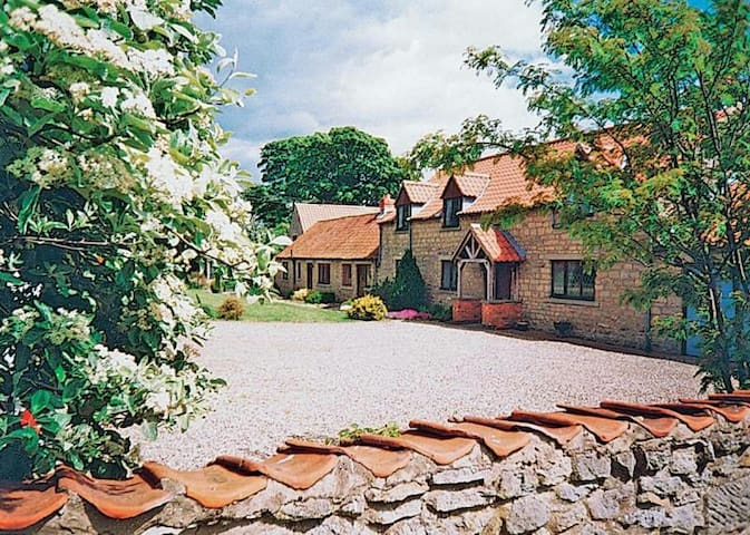 Little Manor Cottage North Yorkshire  YO17 8SL