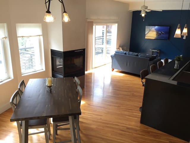 Sunny Spacious Downtown Townhome