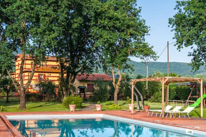 Bella villa con piscina in comune a Pian di Sco