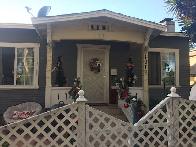 Small Cozy home 10 min from Downtown San Diego.
