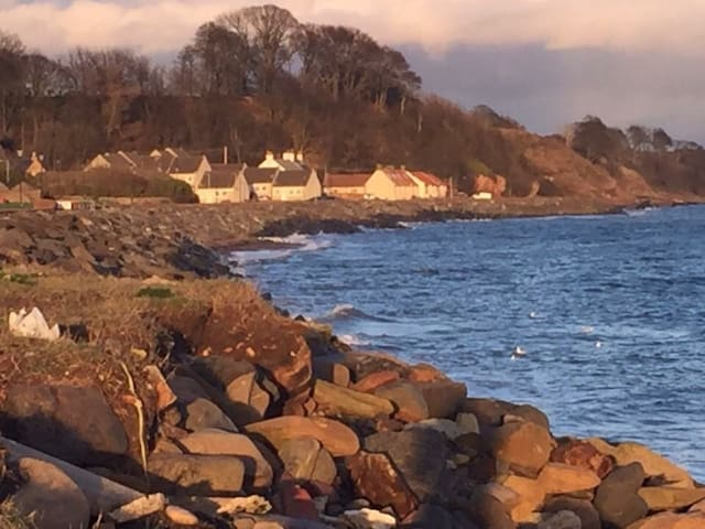 Seaside apartment in quiet Fife Coast village