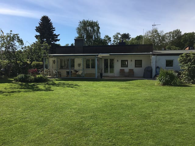 Villa 1 km from the beach & near Gothenburg center