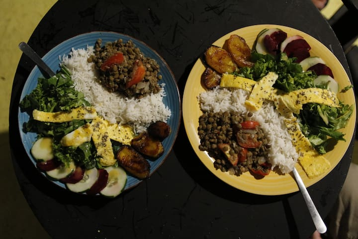Goodness All around! An example of the complete plate we serve : fried plantains, rice, curry lentils with red pepper, raw vegetables, mix leaves salad with French dressing, omelette, chia seed ;-)