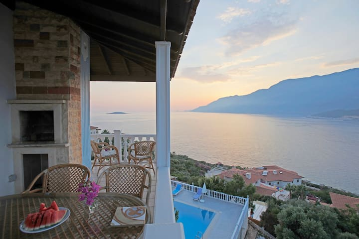 apartment with fantastic seaview, pool and garden