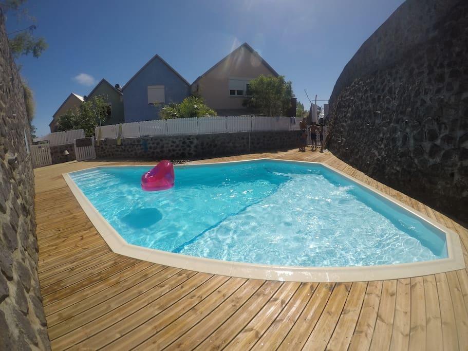 Logement ind pendant f2 jardinet piscine houses for - Pool house piscine moderne saint paul ...