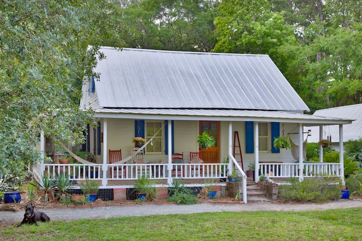 The Oyster Cottage on Daufuskie Island w/GOLF CART