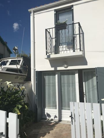 Le Garage - Little house 100m from the port - Fouras - Hus