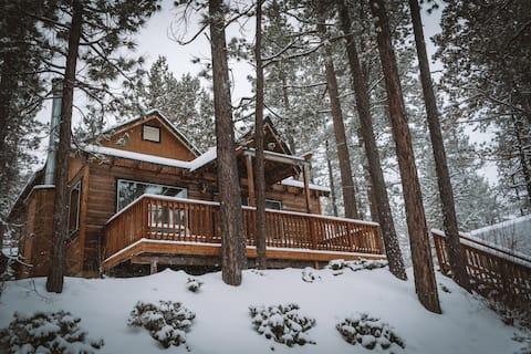 Cozy & Rustic Elevated Cabin Escape