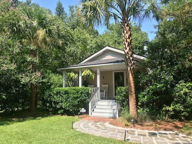 Beach Cottage in The Pines by Downtown Summerville