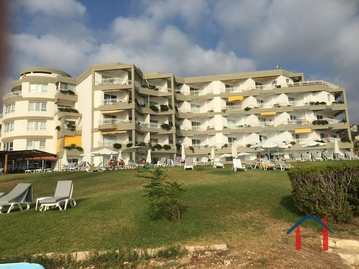 Newly Furnished 2 bedroom Sea View and Pool