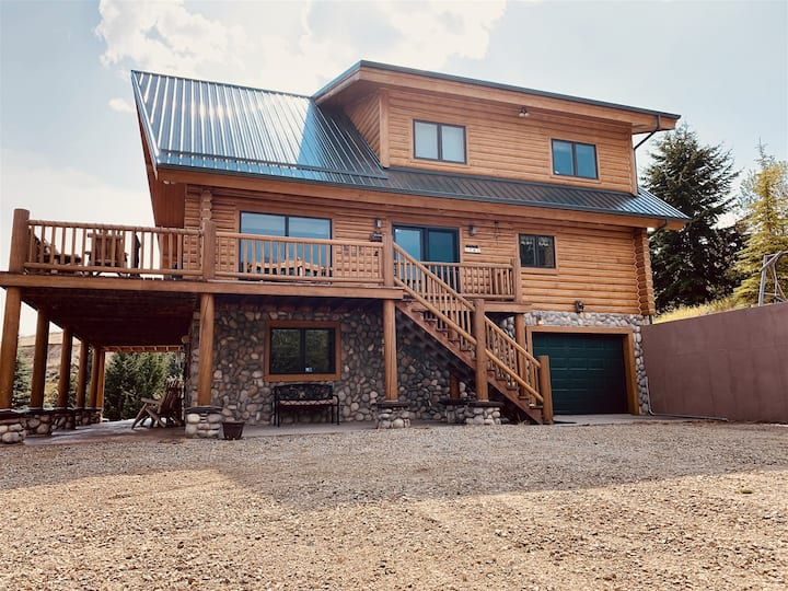 Palisaide Pines ~ Luxury Red Lodge, MT Cabin in the Woods with Magnificent Views