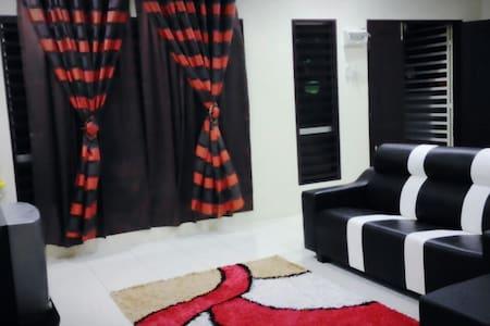 ROOM 3 @ Tihany Homestay Seri Iskandar - Seri Iskandar