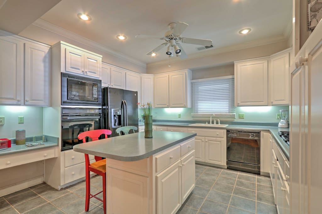 The chef in your group can look forward to experimenting in this fully equipped kitchen.