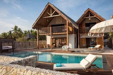 Villa Tasi Beachfront Palace in Nemberala Rote
