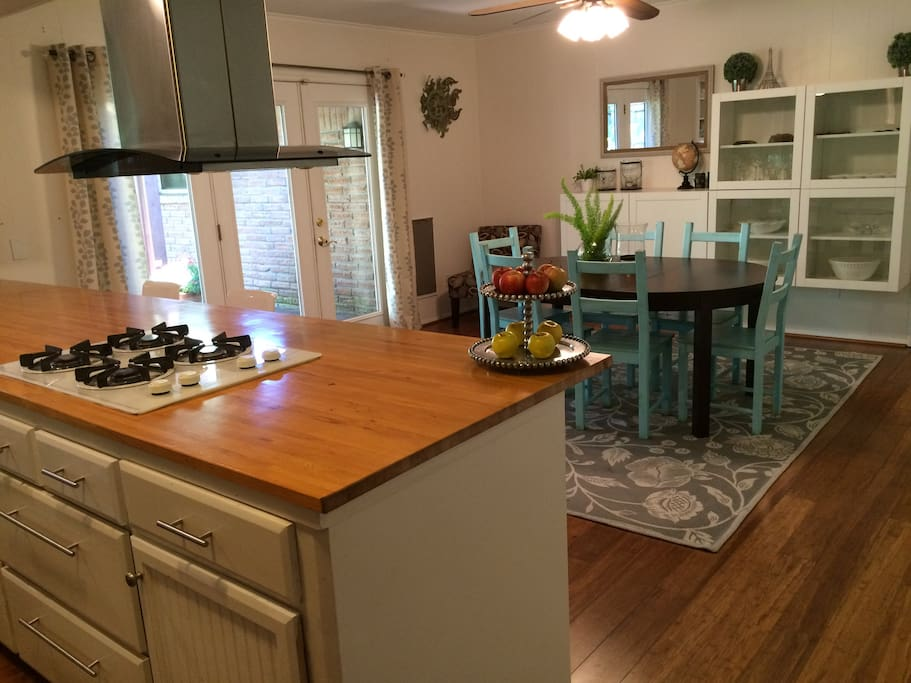 open kitchen/dining room