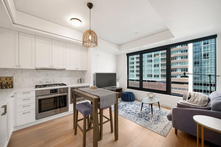 Beautifully appointed one bedroom condo downtown