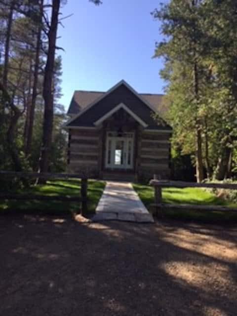 Luxury Lakefront Cabin